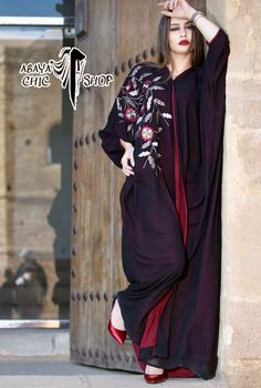 Abaya chic chop Abaya Fashion, Fashion Dresses, Orientation Outfit, Abaya Pattern, Modern Abaya, Modele Hijab, Shadi Dresses, Indian Look, Abaya Designs