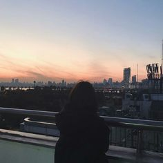 Read 10 (Ulzzang Girl with Sunset) from the story ULZZANG DAILY by (Milky Way) with reads. Night Aesthetic, Aesthetic Photo, Aesthetic Girl, Aesthetic Pictures, Aesthetic Korea, Tumblr Photography, Photography Poses, Amazing Photography, Travel Photography