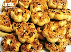 Ağızda Dağılan Tuzlu Çay Kurabiyesi - Leziz Yemeklerim Pastry Recipes, Cooking Recipes, Turkish Recipes, No Cook Meals, Bagel, Food And Drink, Favorite Recipes, Bread, Desserts