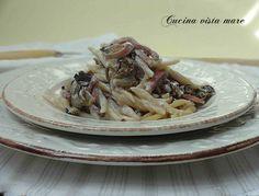 La ricetta delle trofie con speck e radicchio è ideale per questa stagione e la particolare forma di questa pasta esalta tutto il gusto del condimento.
