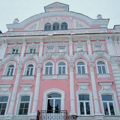 """Pink building #NizhnyNovgorod #НижнийНовгород"""