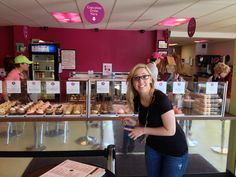 Cupcake war winner Jilly's Cupcakes in St. Louis - and they are scrumptious!
