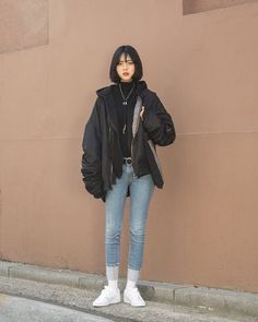 Here's Awesome korean street fashion – - Asian Winter Fashion Korean Street Fashion, Korean Fashion Winter, Korean Fashion Casual, Korean Fashion Trends, Ulzzang Fashion, Korean Outfits, Asian Fashion, Fashion In, Fashion 2017