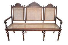 Antigo canapé de três lugares, em madeira nobre, assento em palhinha, Século XIX.