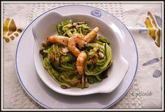 Espaguetis de calabacin con langostinos y champiñones. Una receta sana, saludable y muy apta para dietas hipocalóricas. Muy sabrosa.