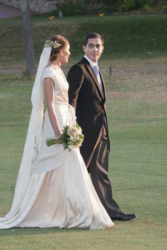 Mercedes el día de su boda con un traje de novias de Cortana.   Cortana, wedding dresses, cocktail dresses. E-shop www.cortana.es/en