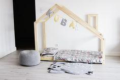 Stylová dětská postel ve tvaru domečku DENY 80x160 cm bude zaručeně nejoblíbenějším nábytkem Vašich dětí. Přesvědčte se.