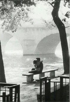 The moment we hugged. at Le Pont-Royal, Paris 1957 by Willy Ronis Willy Ronis, Henri Cartier Bresson, Vintage Photography, Street Photography, Art Photography, Robert Doisneau Photos, Old Photos, Vintage Photos, Pont Royal