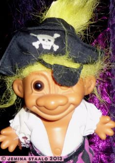 Peikko: Hiio-hoi! Merirosvopeikko Jack Sparrow, Helsinki, Carnival, Retro, Toys, Face, Painting, Vintage, Mardi Gras