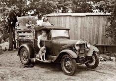 La migración de la familia Thomas, lista para partir hacia California, 1939. Fotografía tomada por Russell Lee, en la época de la gran depresión Americana.