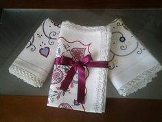 Toalhas de mesa quadradas  de mão1m e 1,20 com renda de crochet