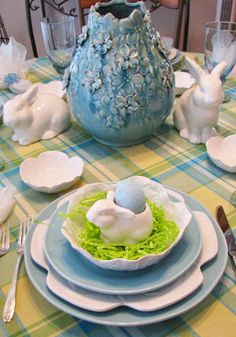 JBigg's Little Pieces: Third Time's A Charm - Easter Tablescapehttp://jbiggslittlepieces.blogspot.com/2014/04/third-times-charm-easter-tablescape.html
