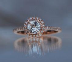 Runde weiße Saphir-Diamant-Ring 14k rose gold Ring Verlobungsring von EidelPrecious auf Etsy https://www.etsy.com/de/listing/256005556/runde-weisse-saphir-diamant-ring-14k