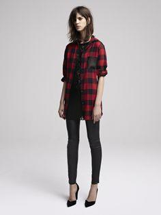 VERSION ROCK (Look Maje) Une chemise large à gros carreaux rouge et noir pour un look rock chic. On la porte sur un top en dentelle, semi transparent et avec un slim en cuir noir. On rajoute une paire d'escarpins pointu pour le côté glamour.