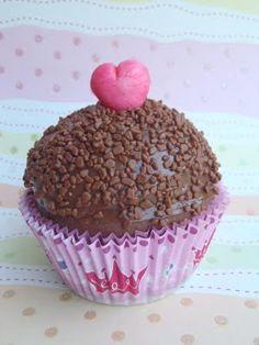 Brigadeiro (Brazilian chocolate fudge) cupcakes from quefofurice.blogspot.com.br