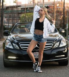 I don't care about that stupid car. I only care about that sexy little body. That gorgeous tummy, that cute bellybutton and those lovely legs. Jordan Jones, Summer Outfits, Cute Outfits, Teen Girl Poses, Beautiful Young Lady, Beautiful Women, Shooting Photo, Crop Top Bikini, Car Girls