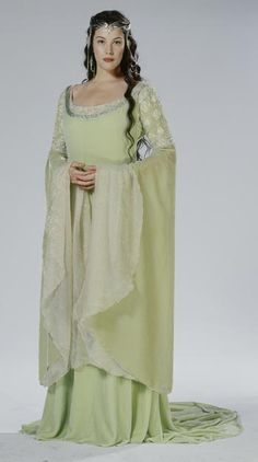 Arwen 'The Lord of the Rings: The Return of the King' Green gown. … Arwen 'The Lord of the Rings: The Return of the King' Green gown. Costume designed by Ngila Dickson. Liv Tyler, Costume Arwen, Lord Of Rings, Elfa, O Hobbit, Green Gown, Jrr Tolkien, Medieval Dress, Medieval Gothic
