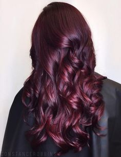 7 Breathtaking Hair Color Trends For 2019 Long burgundy hair with maroon-highlights Pelo Color Vino, Pelo Color Borgoña, Hair Color Highlights, Hair Color Dark, Maroon Highlights, Color Red, Mahagony Hair Color, Peekaboo Highlights, Caramel Highlights