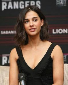 Picture of Naomi Scott Naomi Scott, Beautiful Celebrities, Beautiful Actresses, Female Celebrity Crush, Brunette Bob, Hollywood Girls, Actrices Hollywood, Short Bob Hairstyles, Woman Crush