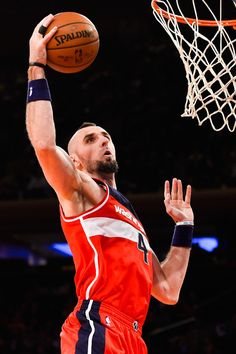 Marcin Gortat Photos: Washington Wizards v New York Knicks nike New York Knicks Washington Wizards, American Sports, Home Team, Sports Stars, New York Knicks, Basketball Teams, Nba Players, Rebounding