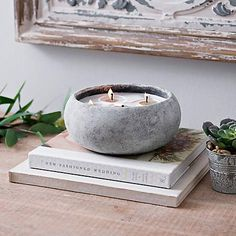 Add an edgy accent and refreshing scent to your space with this Citrus & Sage Cement Jar Candle. Candle Craft, Candle Jars, Photo Bougie, Big Candles, Beton Diy, Diy Candle Holders, Artisanal, Candle Making, Decoration