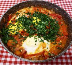 Obiadowa szakszuka . Dużo papryki, cebuli, pomidorów i natki 😋 Plus obowiązkowo jajka.  Kto powiedział że można ją jadać tylko na… Insulin Resistance, Pcos, Health, Ethnic Recipes, Diet, Health Care, Salud