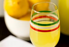 A recipe for homemade Limoncello that can be completed in as little as 10 days. Limoncello Drinks, Making Limoncello, Limoncello Recipe, Homemade Limoncello, Mixed Drinks, Fun Drinks, Yummy Drinks, Beverages, Alcoholic Drinks