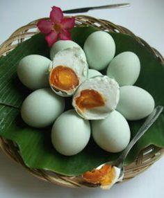 Telor Asin (salted duck egg). Jenisnya : telur asin super, pangon, panggang dan bakar. Paling enak telur asin panggang. Pusat telor asin berada di pusat kota Brebes. Terutama di Jl. Pemuda dan Jl. Diponegoro :)