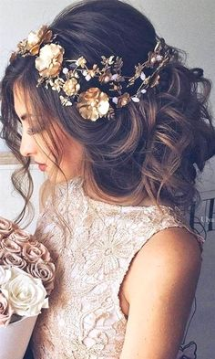 42 Wedding Hairstyles - Romantic Bridal Updos From high-volume braids to soft curly waves with gorgeous flowers, we've created a beautiful collection of Wedding Hair Down, Wedding Hair And Makeup, Hair Makeup, Hairstyle Wedding, Wedding Bun, Wedding Braids, Wedding Flowers, Wedding Dresses, Wedding Rings