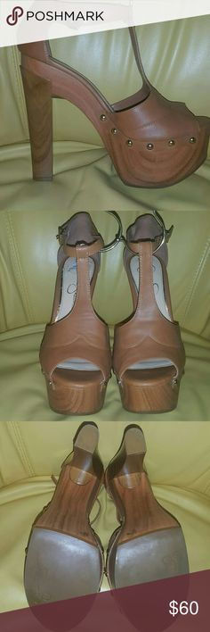 Jessica Simpson 9.5 Jessica Simpson Tan Platform Heels Size 9.5 Maybe worn about 3 times or less. In really really really great condition. Any questions, please ask me. I welcome all offers. No matter the amount. Thanks for stopping by!!! Jessica Simpson Shoes Platforms