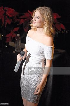 Jackie Evancho performs at Brown Theatre on December 2016 in Louisville, Kentucky. Kids Singing, Jackie Evancho, America's Got Talent, Female Singers, American Singers, Royalty Free Photos, Theatre, I Am Awesome, White Dress