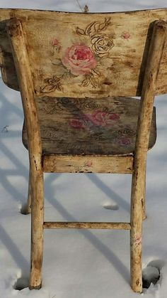 Ideas for shabby chic chairs diy painted furniture Hand Painted Chairs, Hand Painted Furniture, Paint Furniture, Repurposed Furniture, Furniture Makeover, Cool Furniture, Chalk Paint Chairs, Painted Tables, Design Furniture