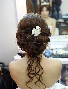 Wedding Hairstyles ~ Pinned up~do with loose locks