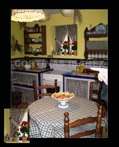 Instalación en casa de campo rustica; Ambiente realizado en cortinas y cortinillas para la cocina, coordinado con la mesa y la lámpara de techo, todo confeccionado en Vichi de algodón, rematado con puntillas rusticas.