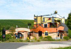In Untereisenheim (Markt Eisenheim) in Unterfranken, unweit der Mainschleife, befindet sich das Weingut Hirn, architektonisch gestaltet nach Plänen des Künstlers Friedensreich Hundertwasser.