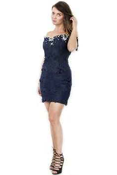 Sukienka koronkowa odkryte ramiona