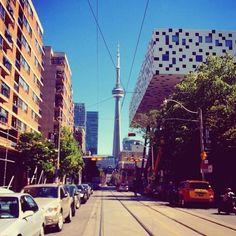 A CN Tower em Toronto Canadá  é a maior torre do ocidente com 55333 metros de altura. Tem alguma foto que mostre a vista de lá? Marque com a hashtag #ViagemLivre (: @tamirisgs)