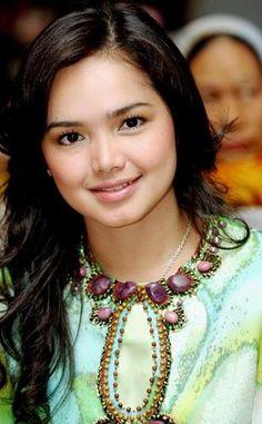 Beauty Tips For Skin, Beauty Skin, Beauty Hacks, Siti Nurhaliza, Beautiful People, Beautiful Women, Queen, Just Smile, Looking For Women