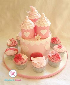 fairytale  cake with   matching cuppycakes