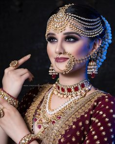 Fulfill a Wedding Tradition with Estate Bridal Jewelry Indian Bridal Makeup, Bridal Makeup Looks, Indian Bridal Fashion, Bridal Nose Ring, Bridal Hair Buns, Bridal Hairdo, Bridal Poses, Bridal Photoshoot, Photoshoot Makeup