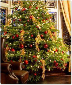 Ideias para decoração de Árvores de Natal - Árvore com bolas vermelhas