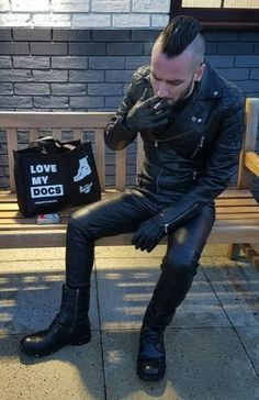 Men's Leather Jackets: How To Choose The One For You. A leather coat is a must for each guy's closet and is likewise an excellent method to express his individual design. Leather jackets never head out of styl Leather Trousers, Leather Gloves, Leather Men, Leather Jacket, Fashion Moda, Mens Fashion, Punk Guys, Fred Perry Polo, Sexy Gay Men