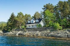 ♥house by the water
