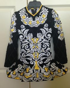 Absolutely stunning brand NEW black and vibrant yellow Gavin worn only once on the Worlds stage. Full of Swarovski crystals. Located in U.S. More photos av