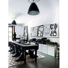 Der Verner Panton Stuhl in Schwarz ist das perfekte Möbelstück für Einrichtungsideen in Schwarz Weiß - Als Esszimmerstuhl oder als Deko in allen Räumen - Ob Vintage, Industrial, Schick oder Elegant