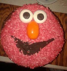 Torcik urodzinowy synka Troszkę czerwonej posypki waflowej, masy cukrowej białej i pomarańczowej oraz gorzkiej czekolady. Smacznego!