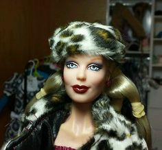 FOR SALE! Old Jakks Pacific Urban 12-in. Fashion Doll complete as shown.