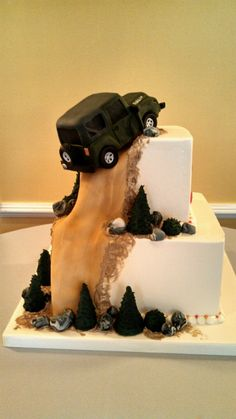 Jeep Grooms cake by Bella e Dolce