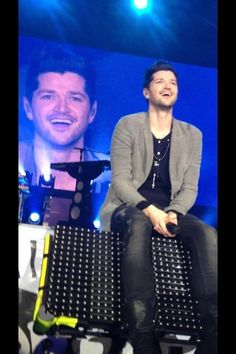Danny sitting on stage he looks so happy love his smile. Pop Rock Bands, Cool Bands, Danny The Script, Danny O'donoghue, Soundtrack To My Life, Happy Love, Irish Men, Greatest Songs, Music Bands