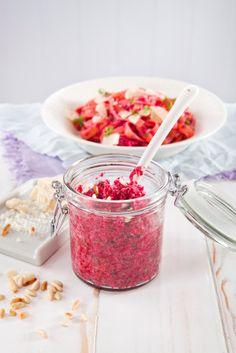 Punajuuripesto on helppo tehdä etikkapunajuurista. Kauniin värinen pesto on myös upea maultaan.
